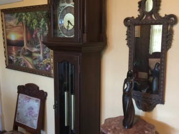 entry-area-grandfather-clock