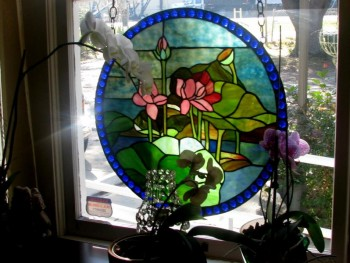 massage-waiting-stained-glass-2
